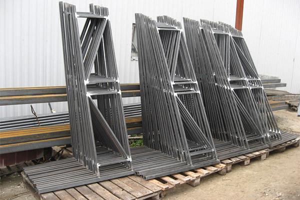 готовые металлические ограждения на складе