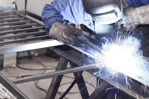 производство ограждений из профильной трубы с элементами ковки